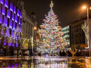 FOTO/VIDEO: Brno se obléklo do vánočního. Adventní trhy rozzářily centrum města