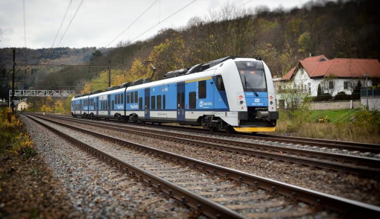 Na Blanensku srazil vlak muže jdoucího po kolejích