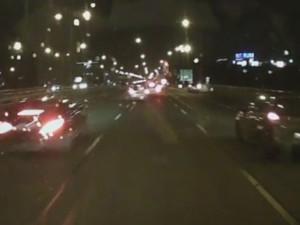 VIDEO: Hromadná nehoda na Vídeňské v Brně. Řidič Mercedesu ve vysoké rychlosti trefil auta před sebou