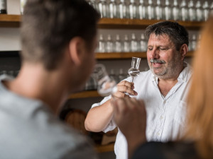 SOUTĚŽ: Gin z Brna už si získává srdce zákazníků. Za degustací jezdí do brněnské palírny lidé z celé republiky