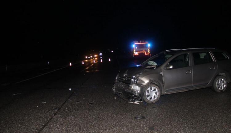 FOTO: Nedal přednost v jízdě a zranil čtyři lidi