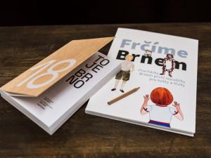 FOTO: Dárkům zBrna letos vévodí hrnky od sprejujícího básníka a dvě nové knihy o Brně