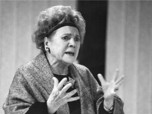 Brněnská JAMU ocenila čestným doktorátem legendární herečku Vlastu Chramostovou