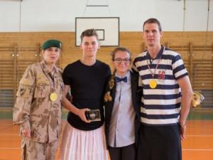 Chlapci z gymnázia v Blansku si v rámci projektu na den oblékli sukně. Zvrácená neomarxistická ideologie, reagoval Okamura