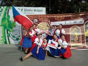#Moto_na_kari: Kyjovské kroje a přátelské úsměvy otevírají lidská srdce