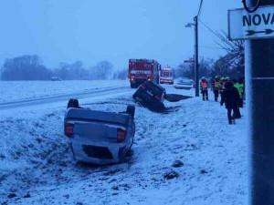 FOTO: Řidiči po ranní sněhové nadílce pořádně zaměstnali jihomoravské hasiče