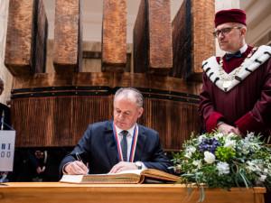 FOTO/VIDEO: Slovenský prezident Andrej Kiska převzal v Brně zlatou medaili Masarykovy univerzity