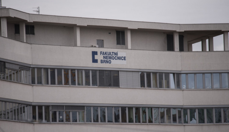 Brněnské nemocnice kvůli chřipkové epidemii zakázaly návštěvy