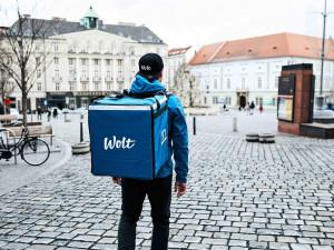 V Brně odstartovala první cyklo donášková služba. Jídlo z restaurací doručí do 30 minut