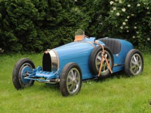Do Vaňkovky přijede závodní Bugatti legendární české jezdkyně. Zaparkuje vedle kultovních kalendářů Pirelli