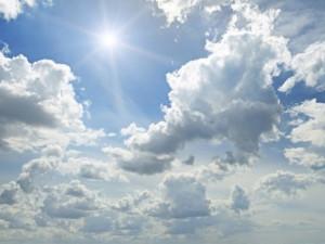POČASÍ NA PONDĚLÍ: Po zataženém dopoledni po celý den sluníčko