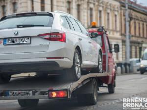 V Brně začnou vracet auta odtažená při blokovém čištění zpátky na místo, řidiči zaplatí méně