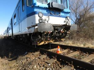 Žena přecházela koleje mimo přejezd, vlak ji zachytil a zranil. Trasa Brno - Břeclav stojí