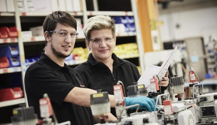 Servisní technologické centrum Edwards hledá nové zaměstnance, zájem je hlavně o kutily