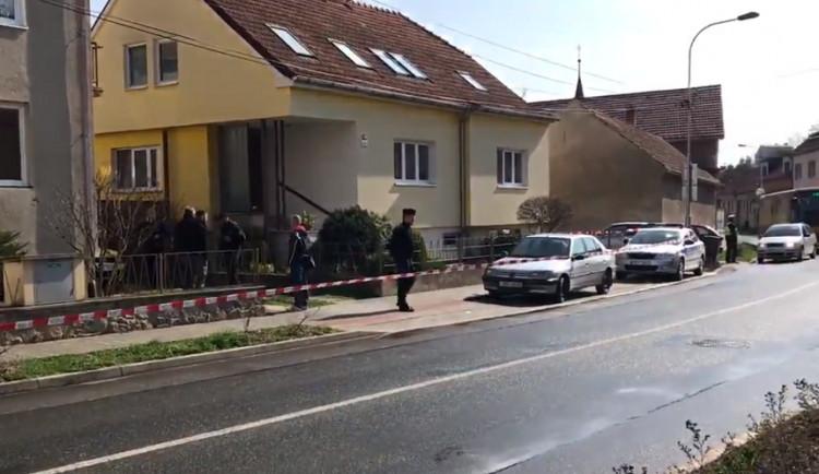 Střelba v Ostopovicích: v rodinném domě našli dva mrtvé. Podle médií zastřelil syn vlastní matku, pak sebe