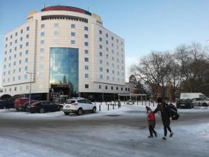 Soud vydal předběžné opatření: Procházkovy firmy nesmí bránit ve vjezdu na parkoviště u Boby a hokejové haly