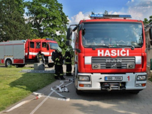 V Bučovicích unikla kyselina chlorovodíková, hasiči evakuovali 55 lidí