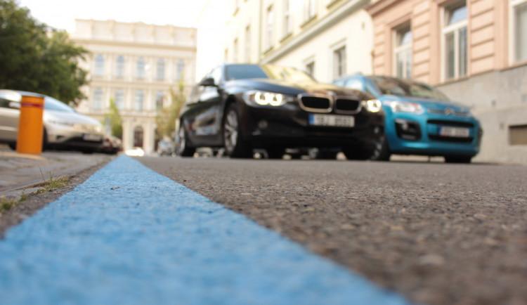 Od pondělí má být rezidentní parkování v Brně plně funkční, řidičům začnou chodit pokuty