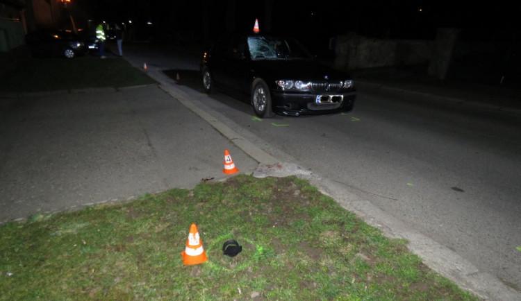 FOTO: Mladý řidič srazil chodkyni, měl pozitivní test na marihuanu. Policisté hledají svědky