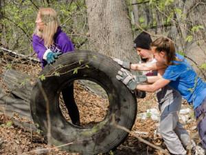Dobrovolníci z celého Brna zítra vyrazí uklízet přírodu
