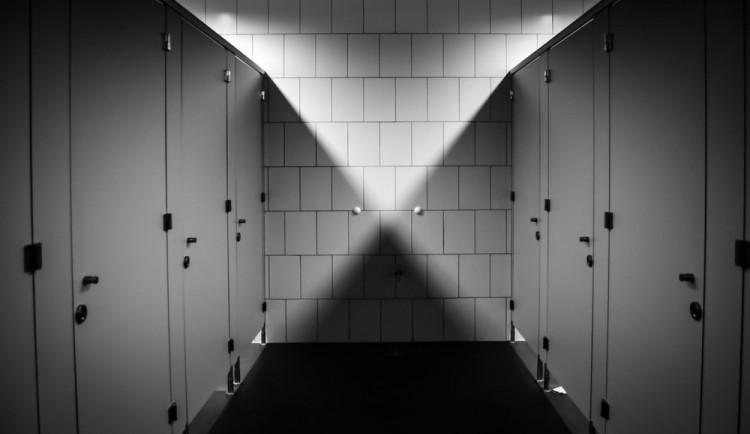Muž zůstal v Brně uvězněn na veřejných záchodech