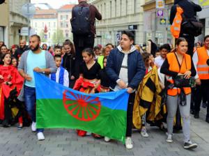 FOTO/VIDEO: Romský průvod zahájil v Brně Týden romské kultury
