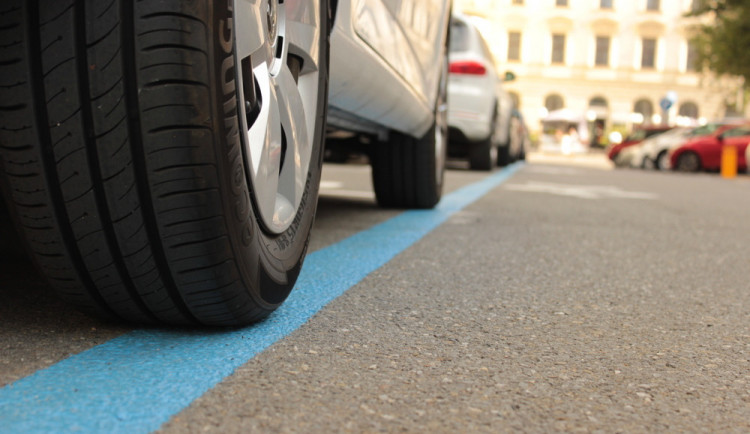 Obyvatelé Králova Pole budou moci parkovat v modrých zónách
