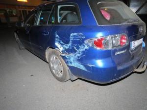 FOTO: Opilá žena nabourala do kolotoče, pak na sebe zavolala policisty