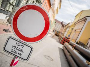 Policie v Brně uzavřela ulici Příkop kvůli havárii vody