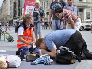 Den linky 155: I zdravotníci mají svůj den! Nabídnou prohlídku sanitky a pokusí se o český rekord