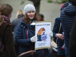 Nedělní odpoledne v Brně bylo ve znamení ekologie. Do ulic vyšli s dětmi i rodiče