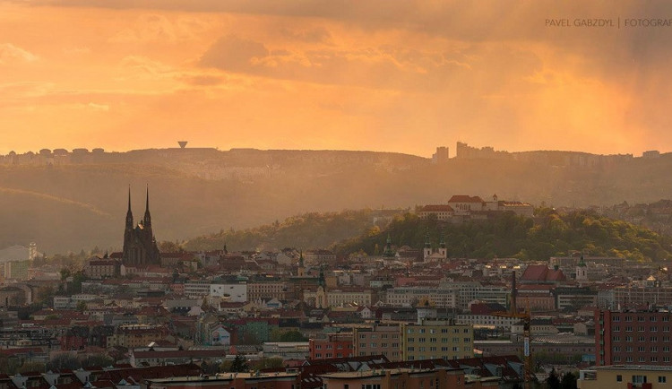 Brno za loňský rok zaznamenalo schodek půl miliardy korun, pokryjí ho volné zdroje