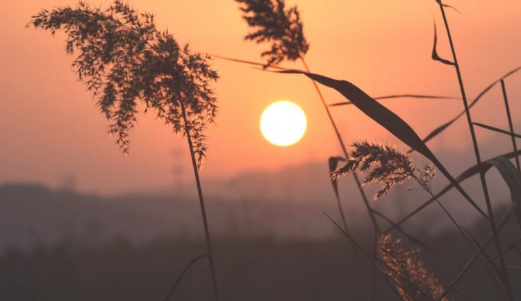 POČASÍ NA NEDĚLI: Léto se hlásí o slovo. Čekají nás vysoké teploty a ojediněle i bouřky