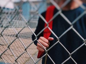 Sourozenci z Hodonínska nechodili do školy, jejich rodičům hrozí až dva roky ve vězení