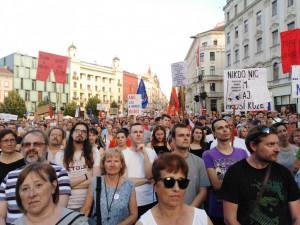 'Máme toho dost!' skandoval dav. V Brně na náměstí Svobody se na protest proti Andreji Babišovi sešlo 6 000 lidí