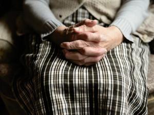 Šmejdi okrádající důchodce jsou zase v akci. Na Znojemsku řádila od loňského podzimu jednašedesátiletá žena