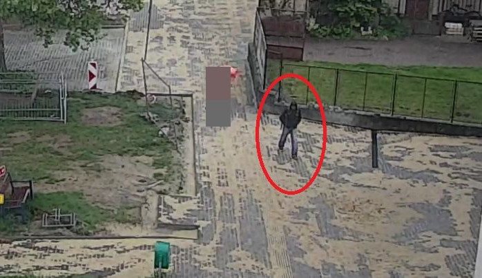 FOTO: Tento muž ukradl odložený batoh, nepoznáte ho?