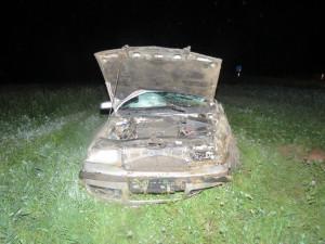 FOTO: Takhle jezdí alkohol. Opilá žena poslala auto do příkopu, nadýchala dvě a půl promile