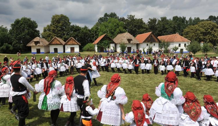 FOLKLORNÍ DRBNA: Ta ta tá tá, ta ta ta tá
