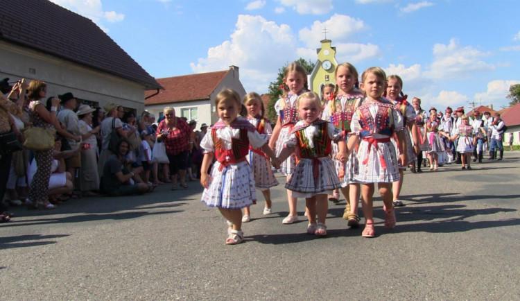 FOLKLORNÍ TIPY NA ČERVENEC: Meruňkobraní,  Horňácké slavnosti, otevřené sklepy, setkání přátel Moravy