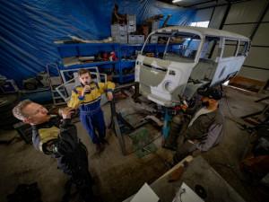 Mladí Brňáci se rozhodli přestavět legendární Volkswagen na pojízdnou hospodu
