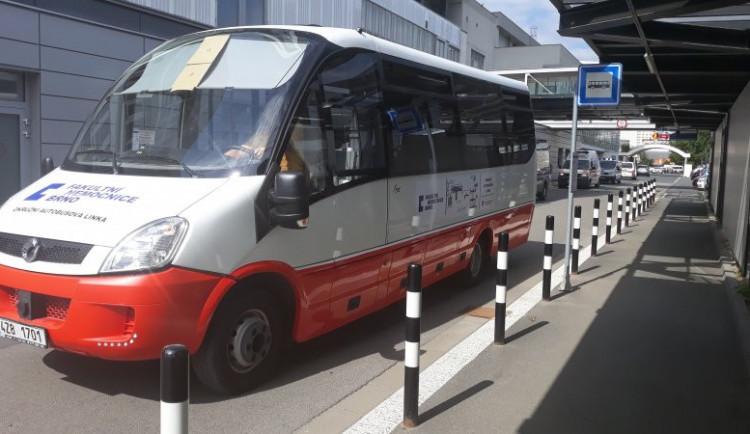 Ve Fakultní nemocnici Brno jezdí zdarma elektrobus