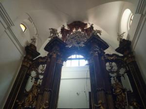 V kostele sv. Máří Magdalény se objevily trhliny