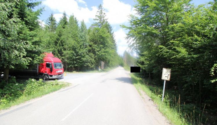 Ozbrojený muž přepadl kamioňáka, pátrají po něm policisté