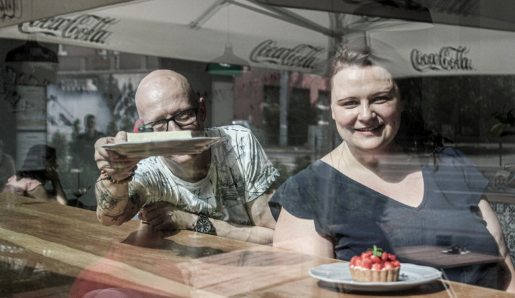 Skončili v práci a otevřeli si v Brně své Cukrové nebe. Nabízí zákusky podle receptů předávaných po generace