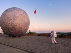 Padesát let od přistání na Měsíci v Brně připomene desetimetrový nafukovací měsíc