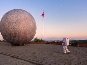 TIPY NA VÍKEND: První člověk na Měsíci ve Hvězdárně, spousty dobrého jídla i pití, letní kino u Vaňkovky nebo Mendel jako včelař