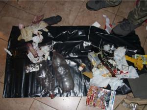 Perníkovou chaloupku na ubytovně rozprášili policisté. Ozbrojení muž a žena skončili kvůli výrobě a prodeji drog ve vazbě