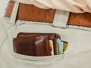 Mladík z Brna ukradl ráno po párty kamarádům peněženku a šel si rovnou koupit nový mobil