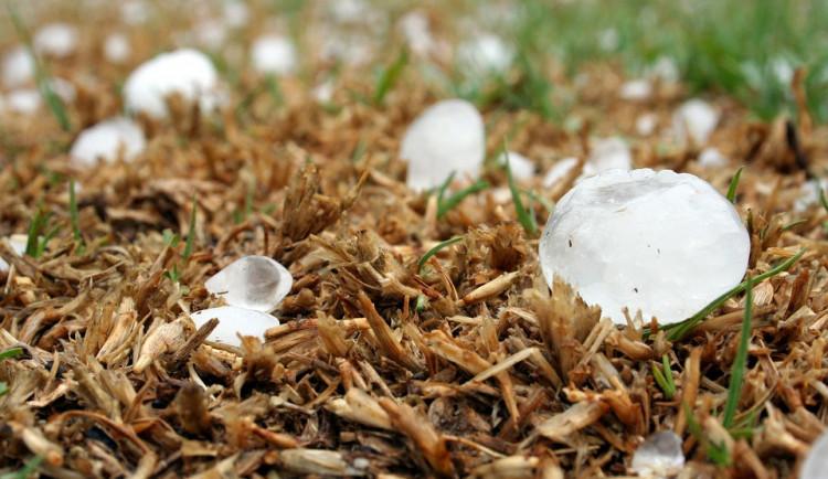 POČASÍ NA STŘEDU: Nad jižní Moravou se přeženou bouřky. Meteorologové varují před kroupami a silným větrem